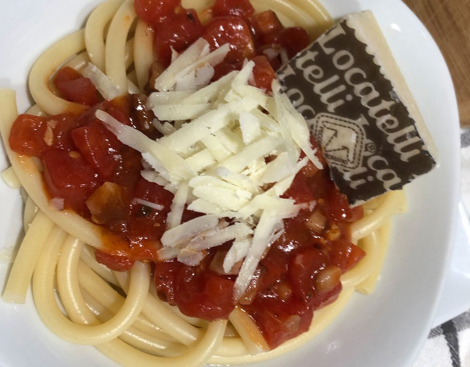 You could make this with spaghetti or linguine or other types of long skinny pasta, but bucatini are what's used in Rome.
